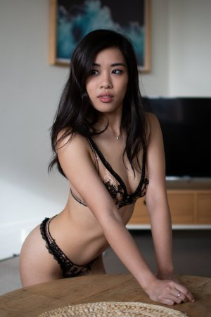 Cathrine live escort & sex parties