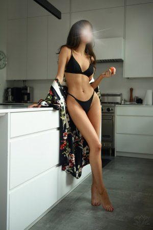 Pomeline incall escort in Marion and sex parties