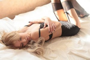 Mackenzy sex club & incall escorts