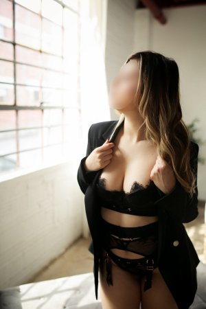 Maximilia escort girl